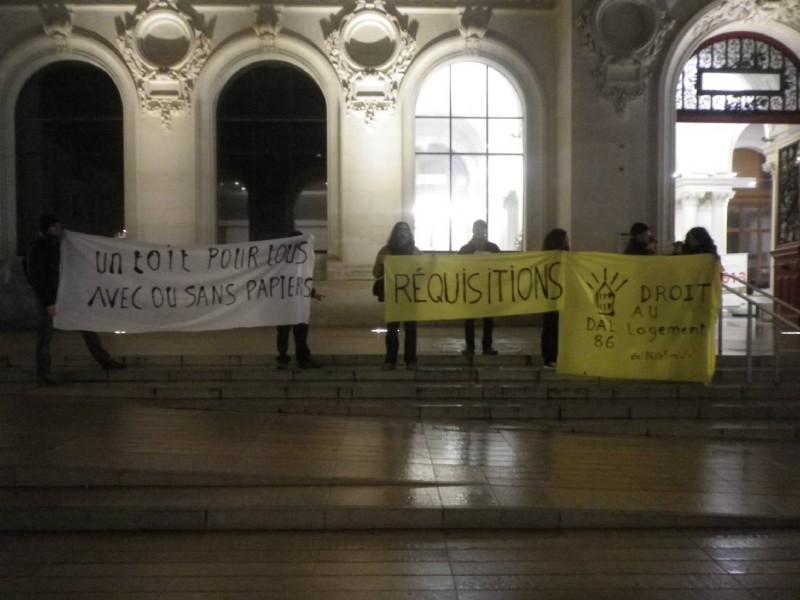 Rassemblement en soutien au Sans Logis lors des voeux 2013 du maire de Poitiers